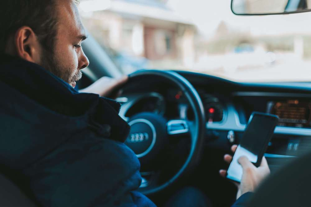 distracted driver car accident attorney los angeles